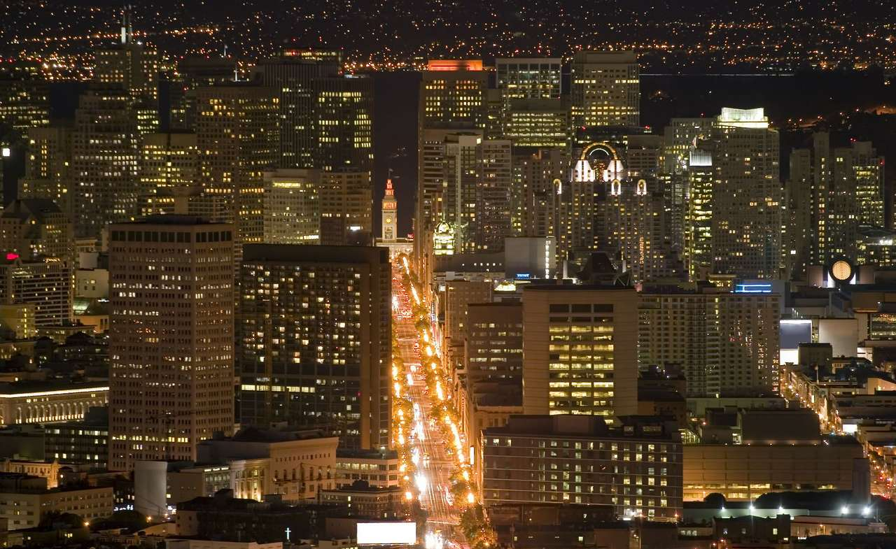 San Francisco nocą (USA) - Nocny widok ze wzgórz Twin Peaks na dzielnicę finansową San Francisco. San Francisco to miasto w amerykańskim stanie Kalifornia, położone nad Oceanem Spokojnym i Zatoką San Francisco. Uskok tek (12×7)