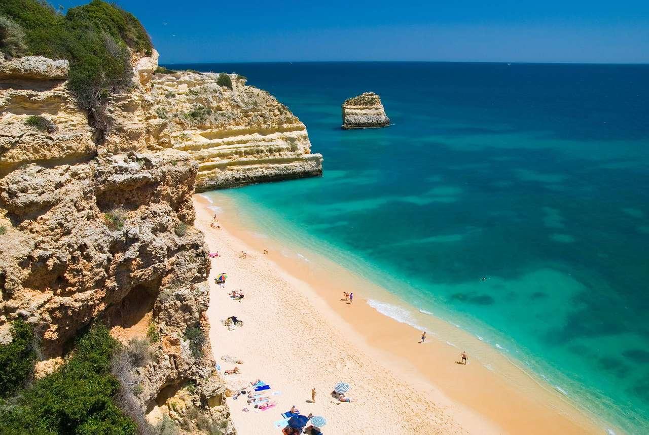 Praia da Marinha (Portugalia) - Praia da Marinha to jedna z piękniejszych plaż Portugalii. Położona jest na wybrzeżu Atlantyku, w rejonie Algarve. Znana jest z malowniczych klifów i krystalicznie czystej wody (9×6)