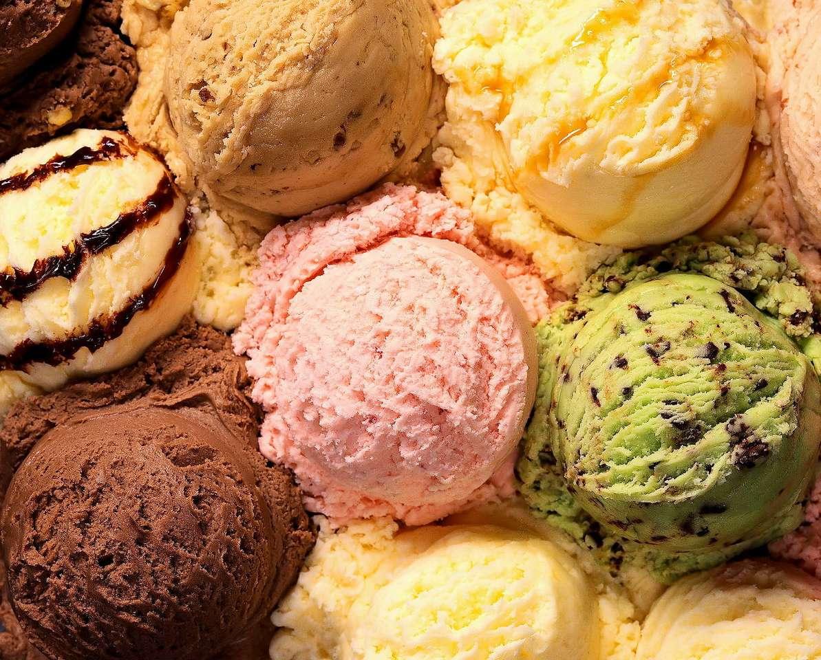 Lody - Lody mogą być wspaniałym deserem przez cały rok, jednak nigdy nie są tak wysoko cenione, jak w upalne, letnie dni. Co prawda receptura lodów, jakie znamy dzisiaj, powstała na początku XVIII wi (11×8)