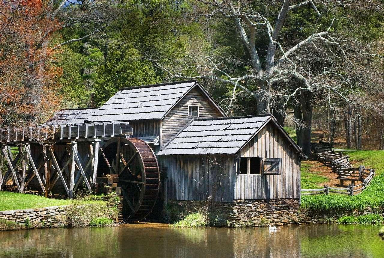 Mabry Mill (USA) - Mabry Mill to młyn wodny w hrabstwie Floyd, amerykańskiego stanu Wirginia, przy drodze widokowej Blue Ridge Parkway. Młyn zbożowy, będący obecnie atrakcją turystyczną, powstał na początku XX (15×9)