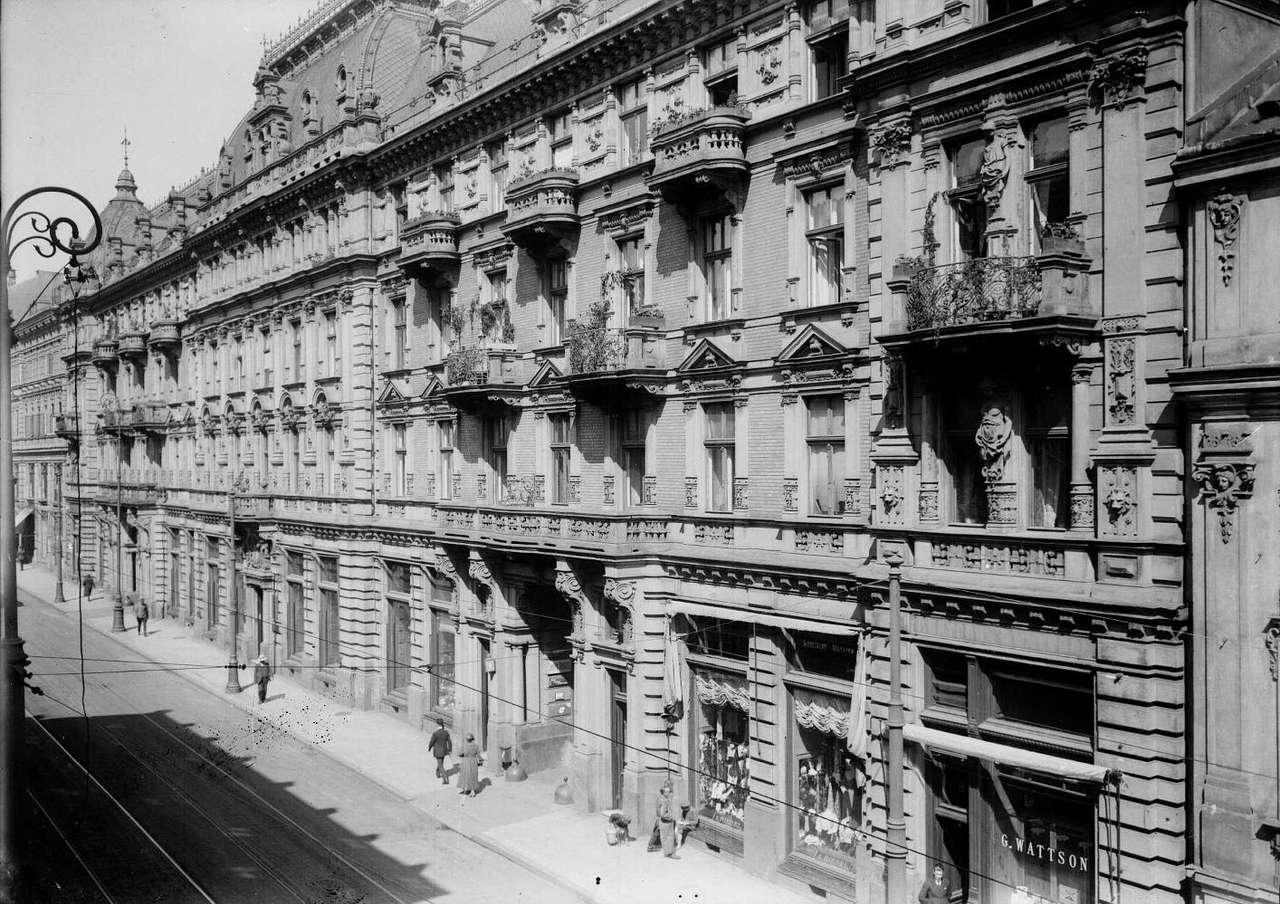 Ulica Trębacka - Ulica Trębacka w dwudziestoleciu międzywojennym. Zdjęcie ze zbiorów Archiwum Państwowego m.st. Warszawy (14×9)