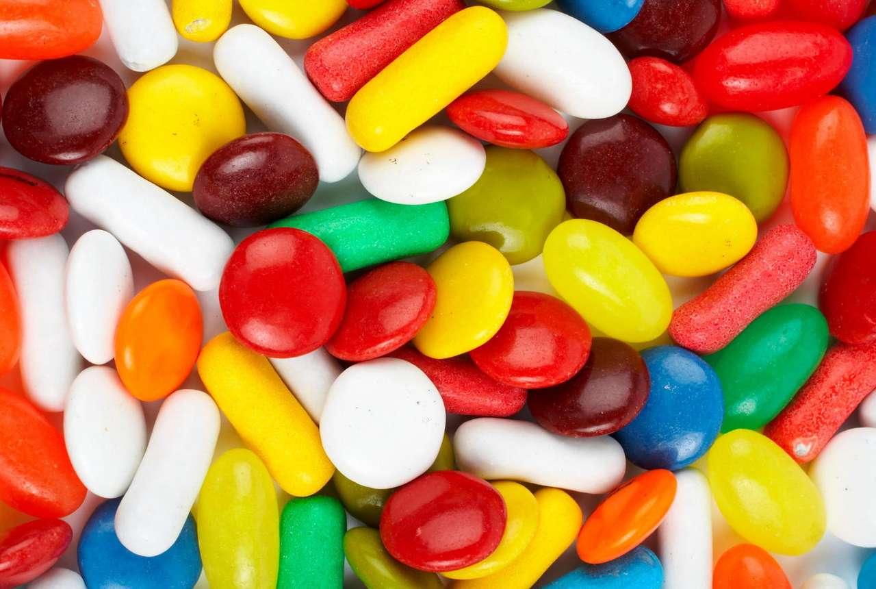 Kolorowe słodycze - Słodycze lubi prawie każdy, a z pewnością każde dziecko. Właściwie najistotniejszy jest smak, jednak większość słodyczy nęci nas swoim wyglądem. Czy zawsze smak dorównuje wyglądowi (19×12)