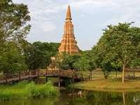 Stara świątynia w Ayutthaya (Tajladnia)