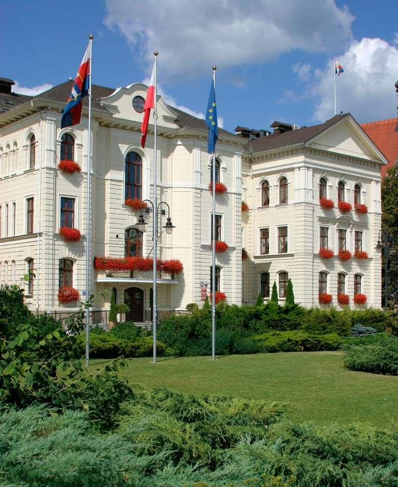 Ratusz w Bydgoszczy - Położony przy Starym Rynku, zabytkowy bydgoski ratusz jest siedzibą władz miejskich. Budowa gmachu w stylu barokowym rozpoczęła się 1644 roku. Początkowo budynek pełnił rolę Kolegium Jezuic (8×11)