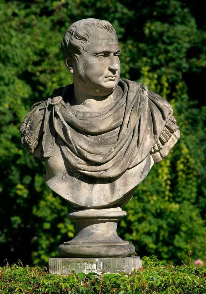 Popiersie Witeliusza - Popiersie Witeliusza w Łazienkach Królewskich w Warszawie. Rzeźba znajduje się w ogrodzie przed budynkiem starej Pomarańczarni, wśród innych popiersi cesarzy, wykonanych według wzorów antyczn (5×7)