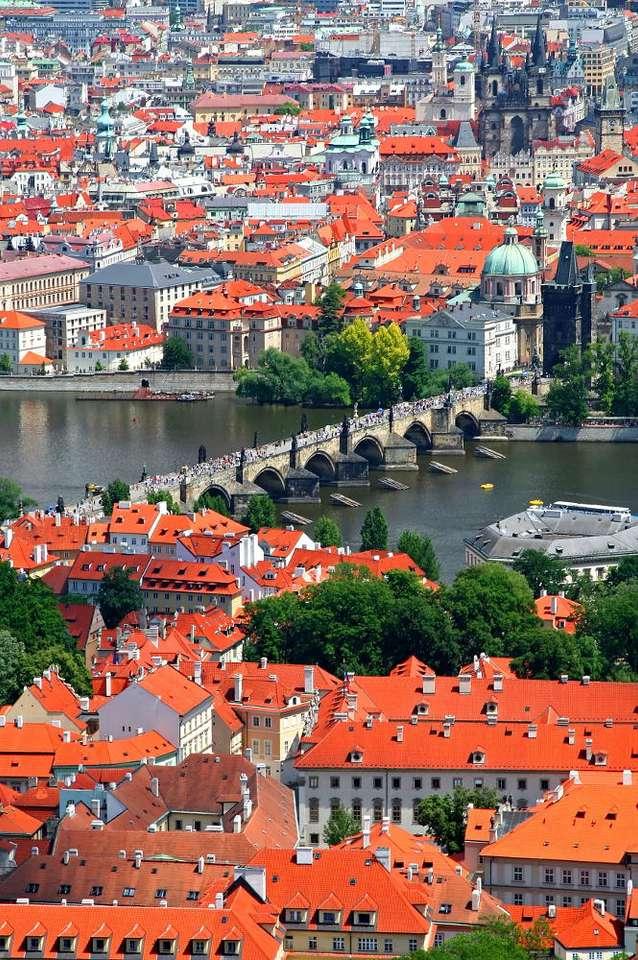 Most Karola w Pradze (Czechy) - Malá Strana (Mała Strona) i Staré Město (Stare Miasto) to dzielnice Pragi łączone przez kamienny Most Karola. Kamienny most jest popularną atrakcją Pragi. Ma ponad pół kilometra długości (7×10)