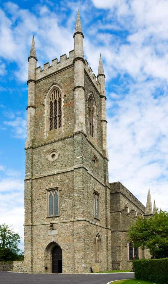 Katedra Down (Wielka Brytania) - Katedra Down, należąca do Kościoła Irlandii, znajduje się w mieście Downpatrick, w Hrabstwie Down, w Irlandii Północnej (5×9)