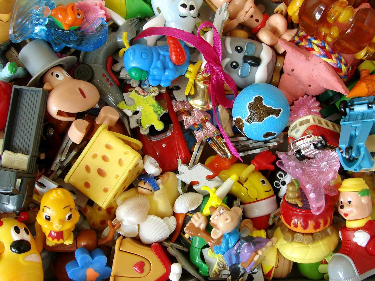 Dziecięce zabawki - Kolorowe, wesołe, często piszczące lub grające zabawki kupowane są chętnie dla dzieci. Nie zawsze jednak, spośród morza kolorowych przedmiotów, łatwo wyłowić tę najlepszą zabawkę - bezp (16×12)