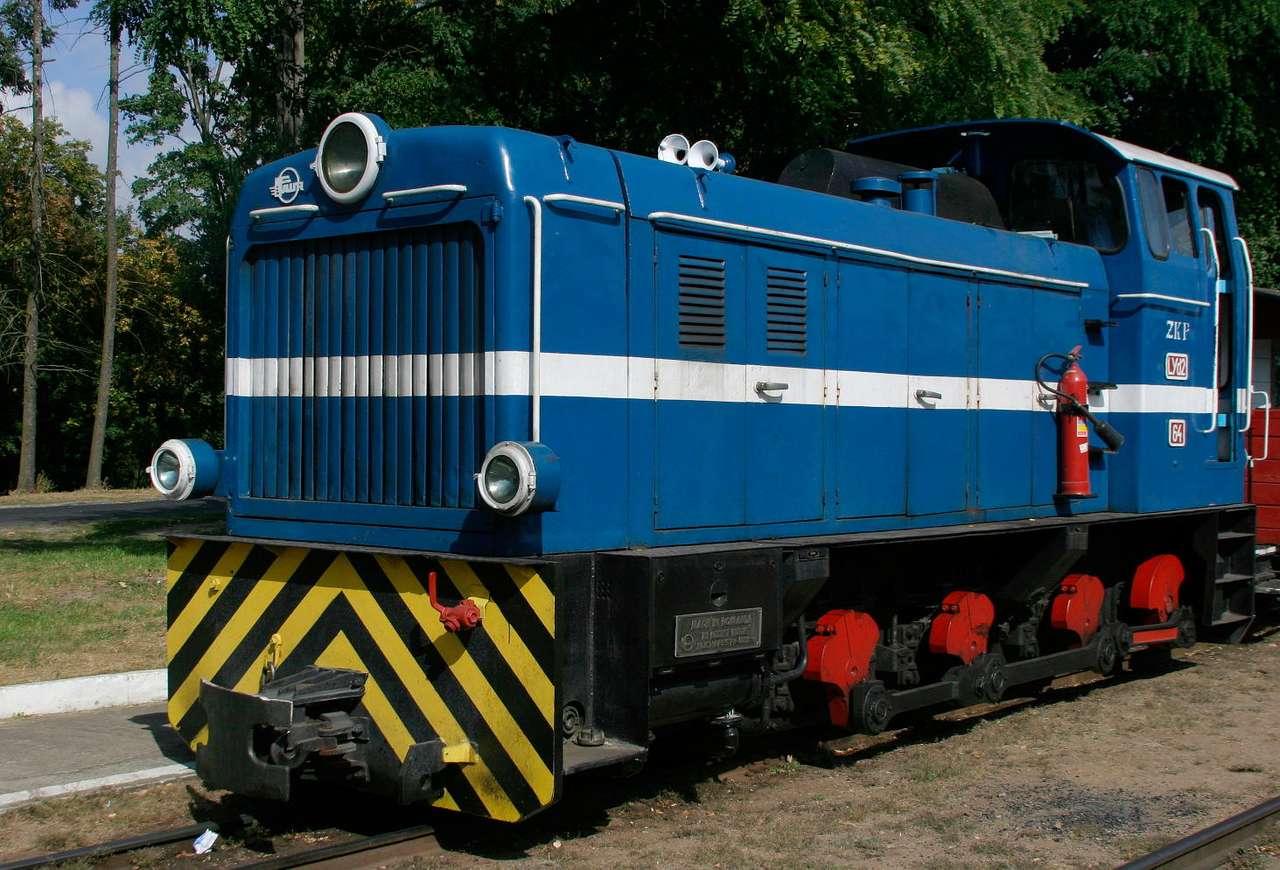 Lokomotywa wąskotorowa L30H - Lokomotywa wąskotorowa L30H (Lyd2) podczas postoju na stacji Biskupin. Lyd2 to lokomotywa spalinowa, wyposażona w silnik wysokoprężny o mocy 350KM. Napęd przekazywany jest na wszystkie trzy osie (11×7)