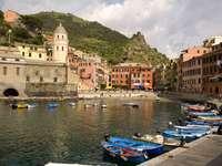 Przystań w Vernazza (Włochy)