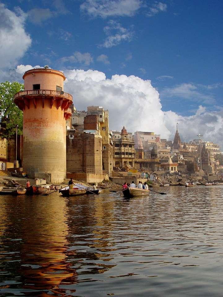 Ganges w Waranasi (Indie) - Waranasi to miasto indyjskie w stanie Uttar Pradesh, będące ważnym ośrodkiem hinduizmu i buddyzmu. Znane jest z rytualnych kąpieli w świętej rzece Ganges (5×7)