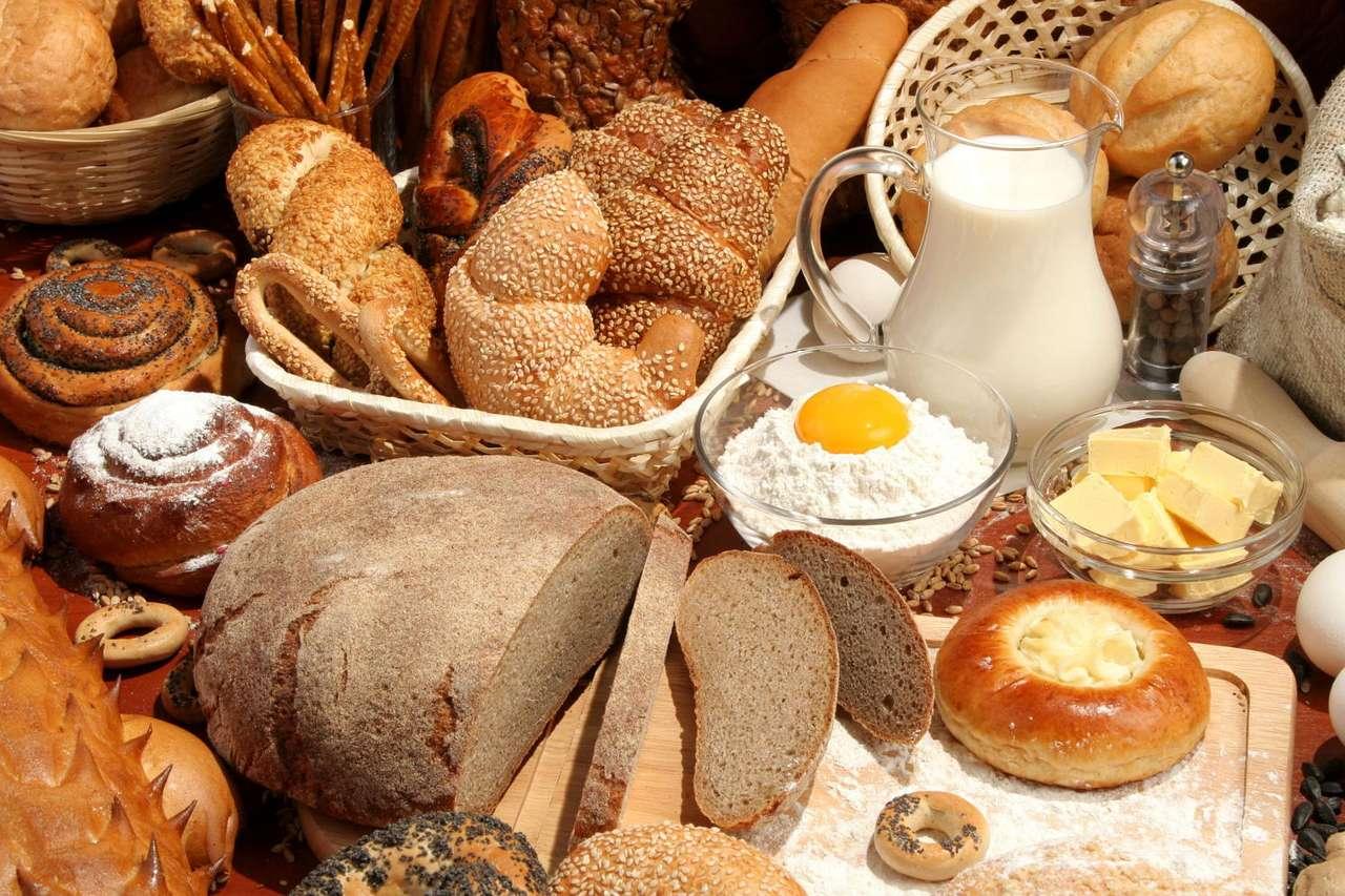 Prosto z piekarni - W piekarni coraz częściej wyroby kuszą nas, poza apetycznym zapachem, swoim kształtem i dekoracją. Często oprócz tradycyjnego chleba wybieramy bułki, rogale czy słodkie drożdżówki z różn (18×12)