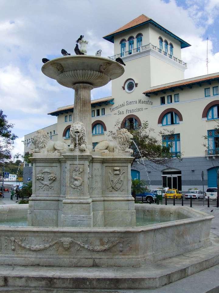 Fontanna w Starej Hawanie (Kuba) - Fontanna Lwów (Fuente de los Leones) przy Placu San Francisco (Plaza de San Francisco) w Hawanie została wykonana w 1834 roku z białego marmuru . Stara Hawana (La Habana Vieja) to stara część st (6×8)