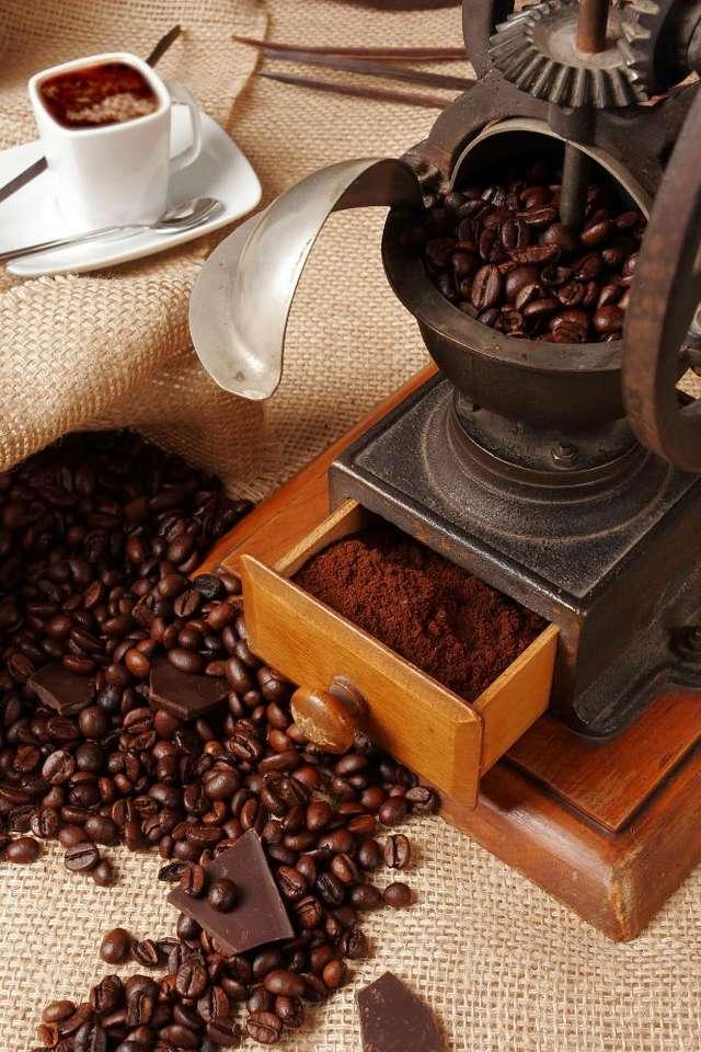 Młynek do kawy - Zabytkowy młynek do kawy to świetny prezent dla prawdziwego smakosza. Ręczne młynki, jak również elektryczne żarnowe, są zdecydowanie wyżej cenione niż tanie, wysokoobrotowe młynki elektryc (6×9)