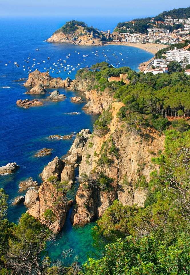 Tossa de Mar (Hiszpania) - Wybrzeże Morza Śródziemnego w pobliżu znanego kurortu Tossa de Mar. Tossa de Mar to niewielkie miasteczko, położone około stu kilometrów od Barcelony i w podobnej odległości od granicy franc (7×11)