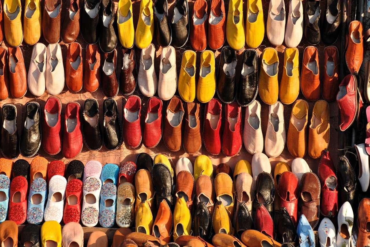 Kolorowe obuwie w Maroko