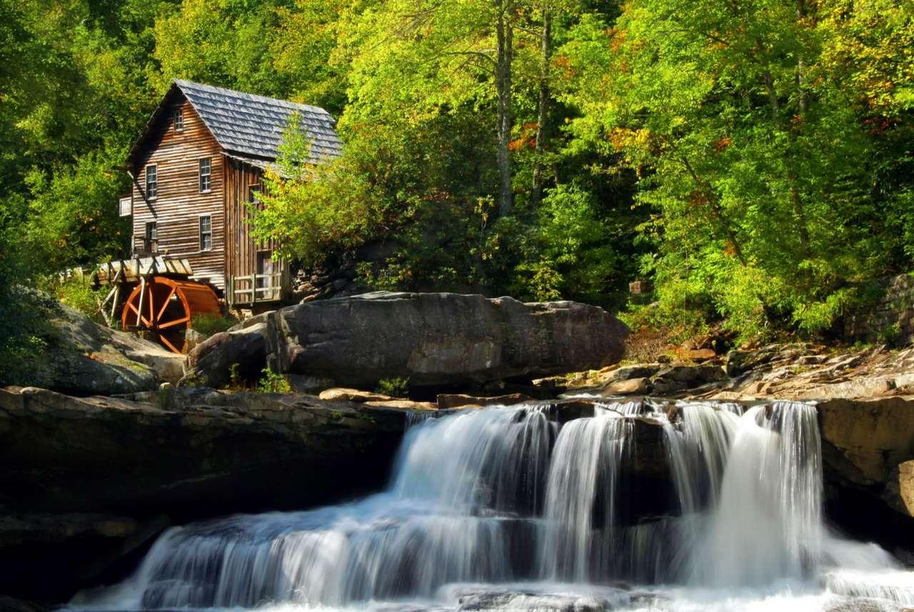 Park Stanowy Babcock (USA) - Park Stanowy Babcock znajduje się w Zachodniej Wirginii, nad rzeką New River Gorge. Park ma niecałe 17 kilometrów kwadratowych powierzchni, a jego główną atrakcją jest replika starego młyna w (11×7)