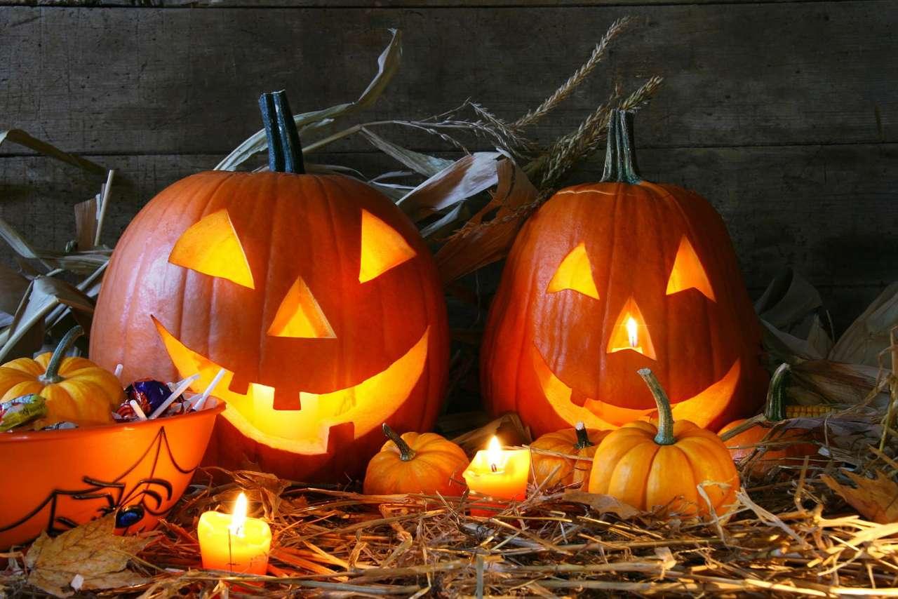 Lampiony z dyni - Widok wydrążonej dyni z zapaloną w środku świeczką jest chyba znany każdemu z nas. Stawianie takich latarni w drzwiach i oknach domostw jest tradycyjnym zwyczajem w Halloween. Choć Halloween m (7×5)