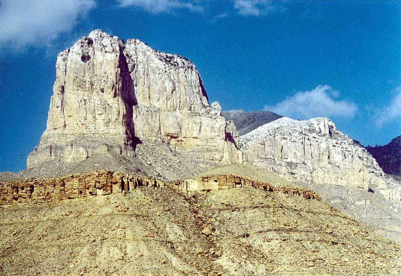 El Capitan (USA) - El Capitan to szyt należacy do Gór Guadalupe (Guadalupe Mountains), wznoszących się w północno-zachodniej części amerykańskiego stanu Teksas. El Capitan, przy wznoszący się 2464 m n.p.m., z (7×5)