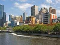 Widok Melbourne od strony Yarra (Australia)