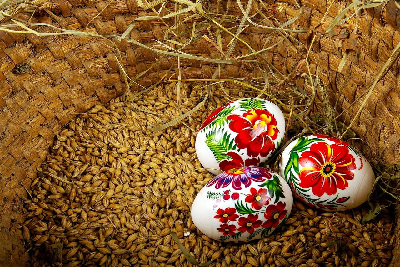 Pisanki - Pisanki znane są ludziom od czasów starożytnych (były obecne m.in. w kulturze Mezopotamii czy w dawnym Egipcie). Samo jajo uchodziło zawsze za przedmiot magiczny, swoisty amulet, który miał zap (12×8)