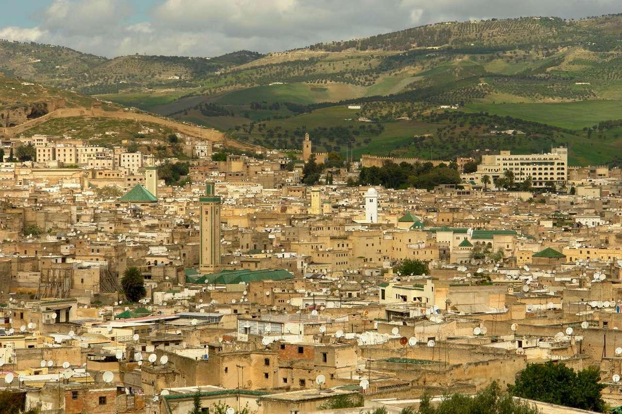 Fez (Maroko) - Fez (Fes) to jedno z miast w Maroku, założone w VIII w. jako pierwsza stolica państwa. Fez jest urokliwie położone w górskiej dolinie. W mieście znajduje się wiele interesujących obiektów, m (12×8)