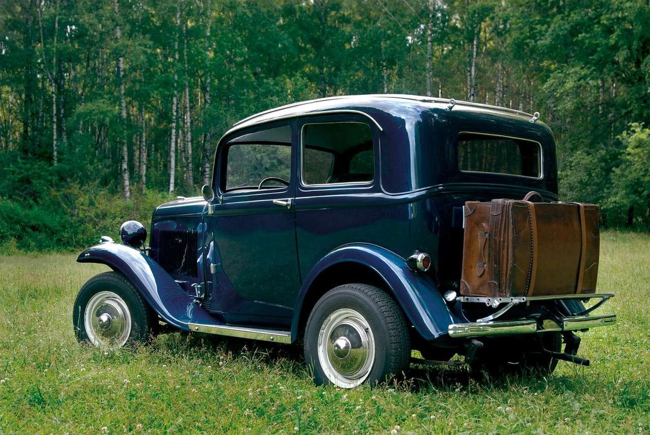 Zabytkowy samochód - Od czasu wynalezienia koła, czyli od około 4000 roku p.n.e. musiało minąć sporo czasu, by mógł powstać pierwszy pojazd z własnym niezależnym napędem. Dopiero w drugiej połowie XVIII wieku (9×5)