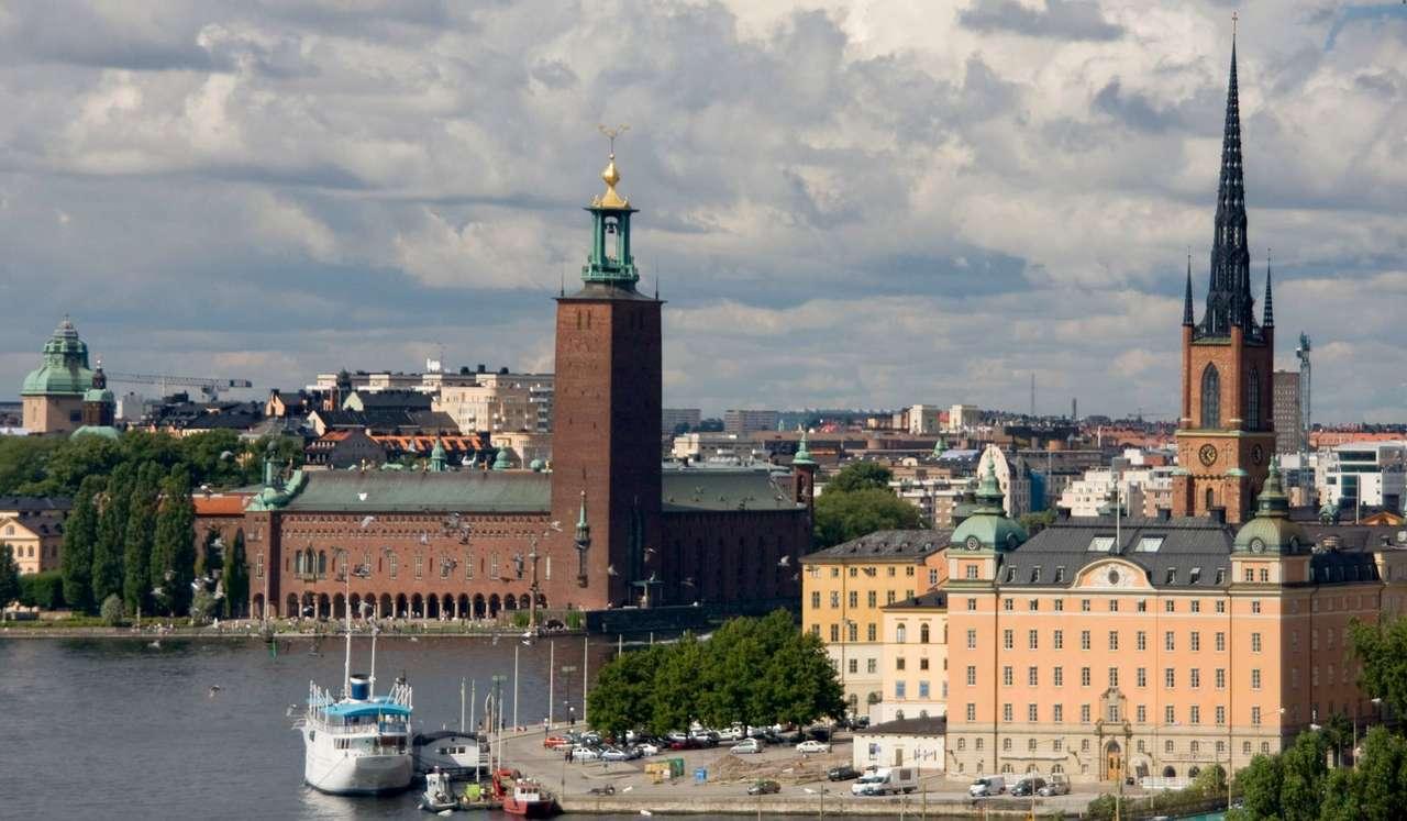 Ratusz w Sztokholmie (Szwecja) - Ratusz w stolicy Szwecji, Sztokholmie (w Szwecji zwany Stadshuset), zbudowany został w 1923 roku według projektu architekta Ragnara Östberga. Inspirowany jest Pałacem Dożów w Wenecji. We wnętrz (12×7)