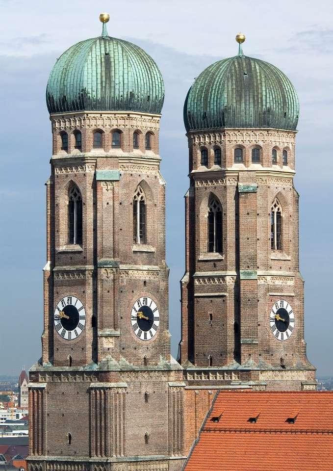 Wieże katedry w Monachium (Niemcy) puzzle ze zdjęcia