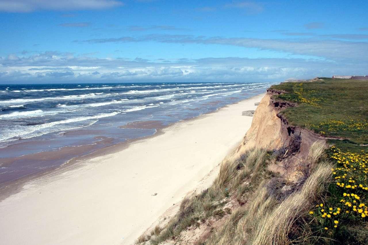 """Wybrzeże na Półwyspie Jutlandzkim - Półwysep Jutlandzki  (zwany też po prostu Jutlandią) to leżący na terytorium Niemiec i Danii, oblany morzami Bałtyckim i Północnym, półwysep """"wyrastający"""" z kontynentu europejskiego w okol (9×6)"""