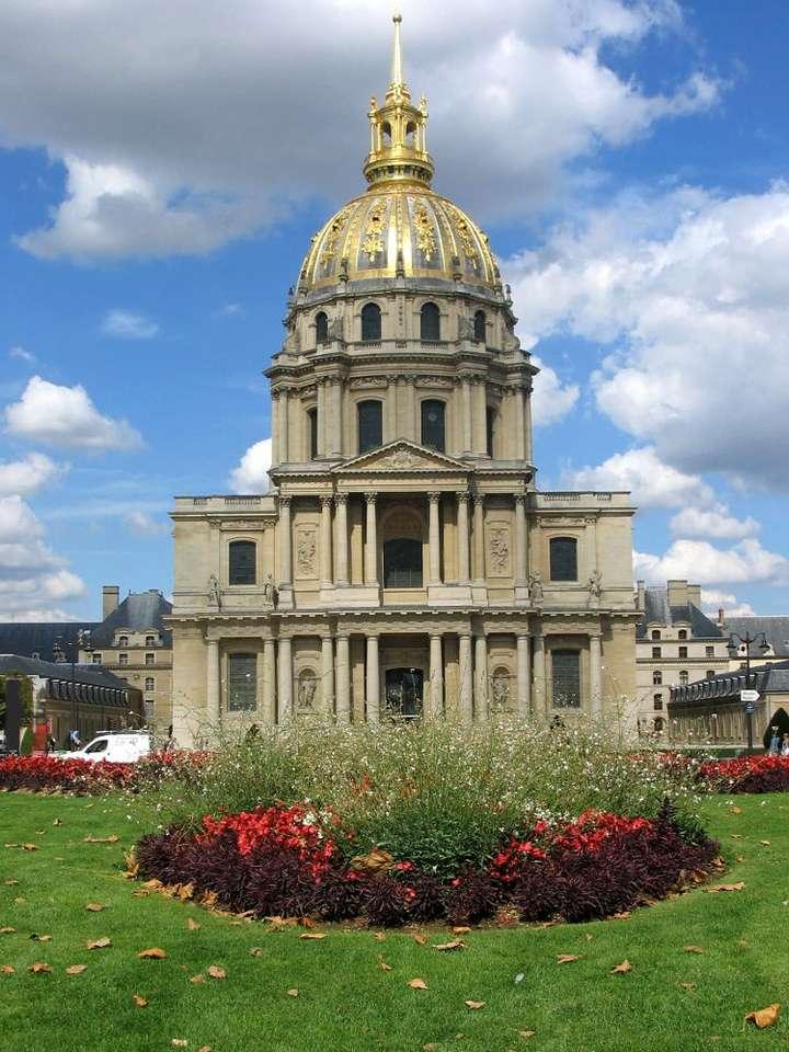 Kościół Inwalidów w Paryżu (Francja) - Kościół Inwalidów to monumentalna paryska świątynia wzniesiona w 1706 roku na polecenie Króla Słońce, Ludwika XIV. Jego wysokość wynosi ponad 105,16 m. Kościół odznacza się widoczną z (7×9)