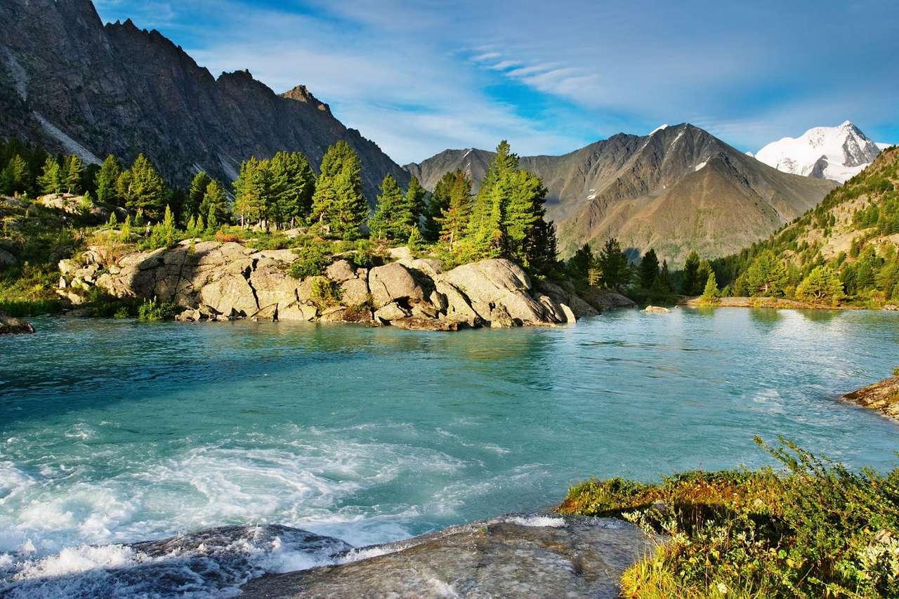 Ałtajskie jezioro - Jeziora w górskim paśmie Ałtaju (pogranicze Rosji, Kazachstanu, Mongolii i Chin) słyną z krystalicznie czystej wody oraz rzadkich okazów fauny i flory. Piękne krajobrazy położonych w atrakcyj (12×8)