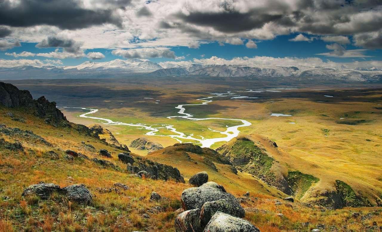 Płaskowyż Ukok (Rosja) - Płaskowyż Ukok leży w Republice Ałtajskiej w Rosji, w obrębie pasma górskiego Ałtaj Mongolski. Płaskowyż wyróżnia się pięknym, górskim krajobrazem oraz oryginalną fauną i florą. Z Uko (15×9)