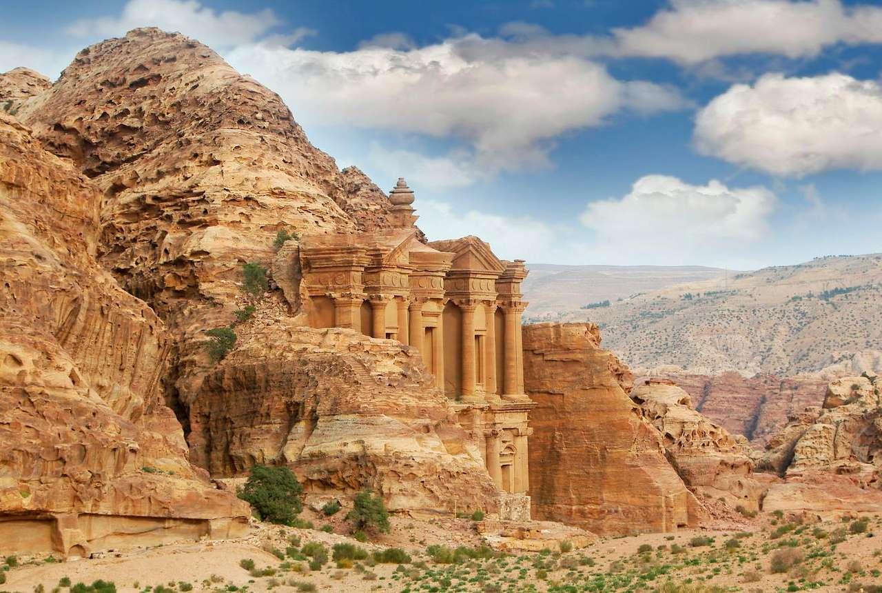 Klasztor w ruinach Petry (Jordania) - Petra to ruiny starożytnego miasta, znajdujące się w południowo-zachodniej Jordanii. Położone są w skalnej dolinie, do której dotrzeć można tylko jedną wąską ścieżką. Petra znana jest (10×6)