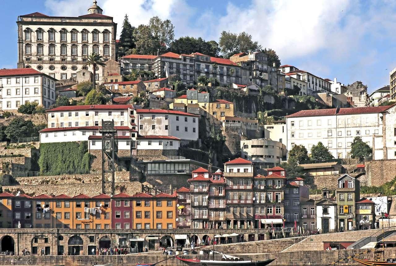Stare miasto w Porto (Portugalia) - Porto to drugie pod względem wielkości miasto w Portugalii, leżące u ujścia rzeki Douro w północnej części kraju. Stare miasto, znajdujące się na nabrzeżu Ribeira, to najważniejsze miejsc (17×11)