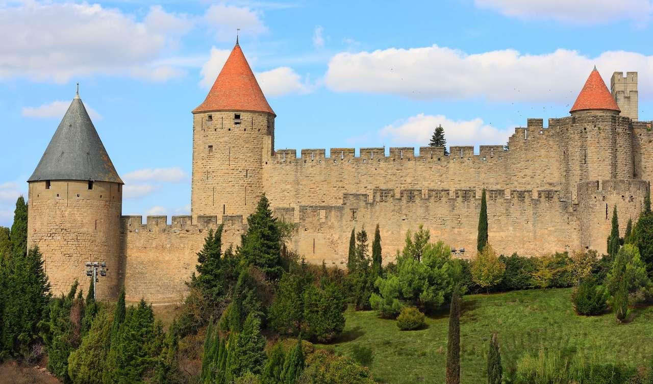 Warownia w Carcassonne (Francja) - Carcassonne to miasto w Langwedocji (między Masywem Centralnym a Pirenejami) we Francji. Miasto składa się z dwóch części: nowej i starej. W nowej części Carcassonne dominuje przemysł i upraw (12×7)
