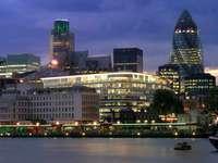 Centrum Londynu nocą (Wielka Brytania)