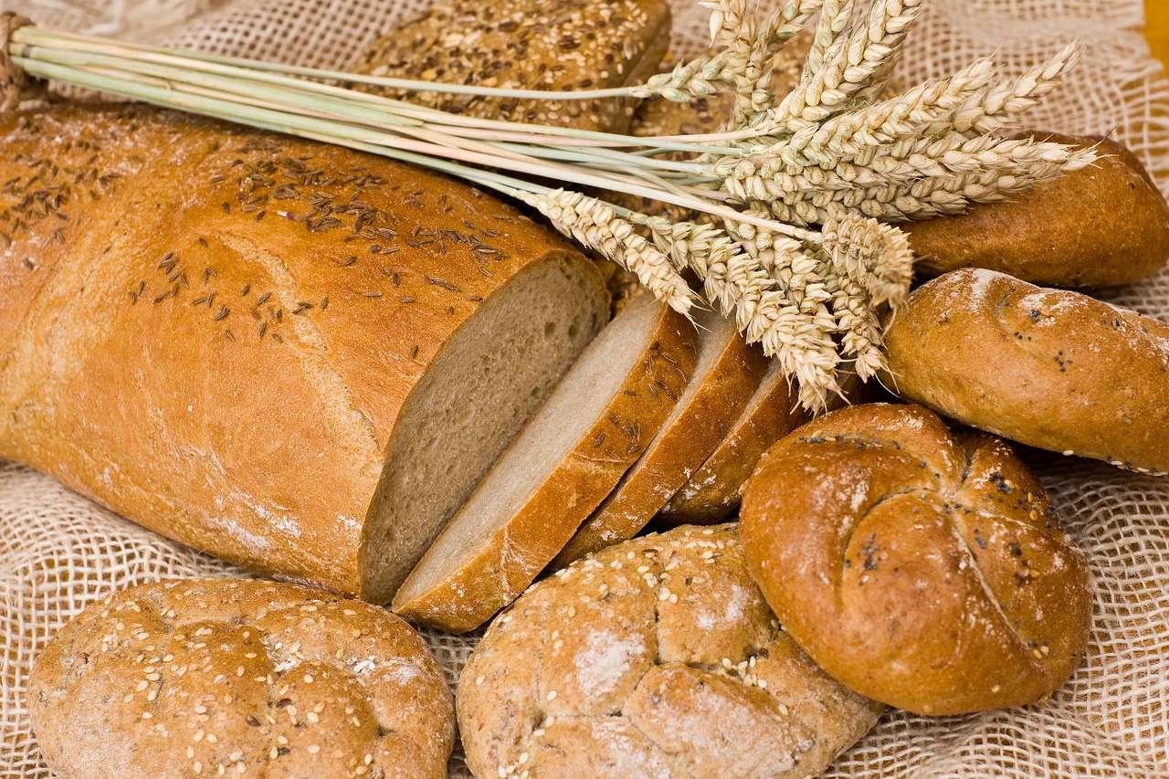 Pieczywo - Pieczywo to jeden z podstawowych składników diety człowieka, znany od najdawniejszych czasów. Występują trzy podstawowe jego rodzaje: pszenne (wypiekane z mąki pszennej), żytnie (wypiekane z m (15×10)
