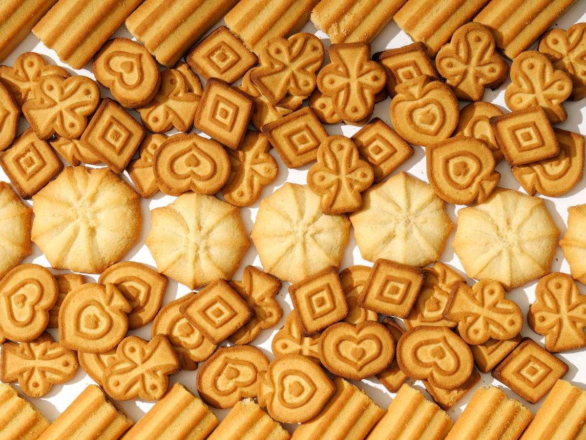 Ciastka kruche - Ciastka to słodkie wyroby cukiernicze o różnych kształtach, wielkości i smakach. Ciastka różnią się od ciast tym, że przeznaczone są zawsze na jedną porcję. Ciastka wytwarza się z wielu (16×12)