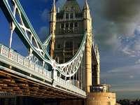 Tower Bridge w Londynie (Wielka Brytania)