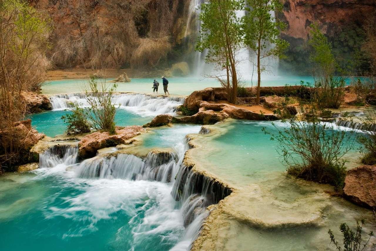 Wodospady Havasu (USA) - Wodospady Havasu to niezwykle piękne dzieła natury, znajdujące się w Wielkim Kanionie Kolorado w Arizonie. Prowadzi do nich szesnastokilometrowy szlak przez krawędzie Kanionu. Zbiorcza nazwa wodo (14×9)