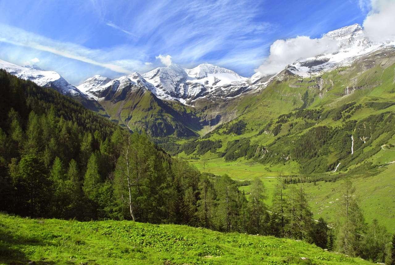 Grossglockner (Austria) - Grossglockner jest najwyższym szczytem Austrii. Ma wysokość 3798 m i należy do Korony Europy. Znajdujący się w Alpach Wschodnich szczyt jest celem wycieczek miłośników gór oraz alpinistów (12×8)