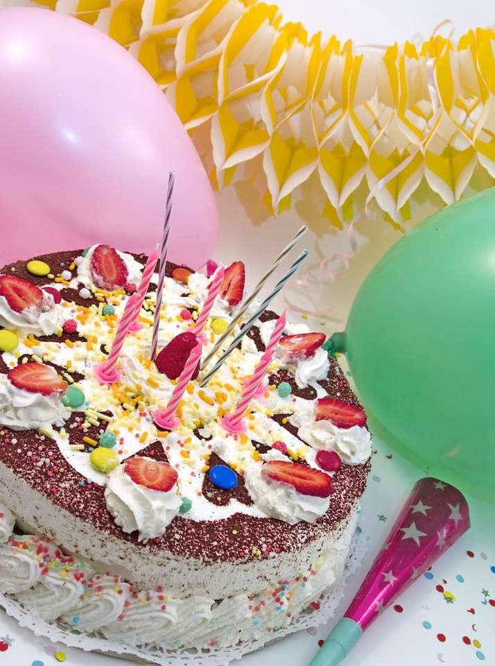 Tort urodzinowy - Tort to ciasto, które jest symbolem uroczystości urodzinowych w kulturze europejskiej (sam zwyczaj świętowania urodzin pochodzi ze starożytnego Rzymu). Na torcie obowiązkowo muszą pojawić się (6×8)