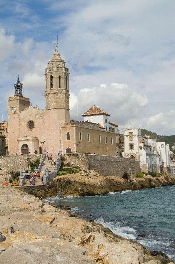 Kościół w Sitges (Hiszpania) - Sitges to niewielkie miasteczko i kąpielisko morskie w Hiszpanii, położone niedaleko Barcelony. Najpiękniejszym zabytkiem Sitges jest kościół świętego Bartłomieja i świętej Tekli. Kośció (5×8)