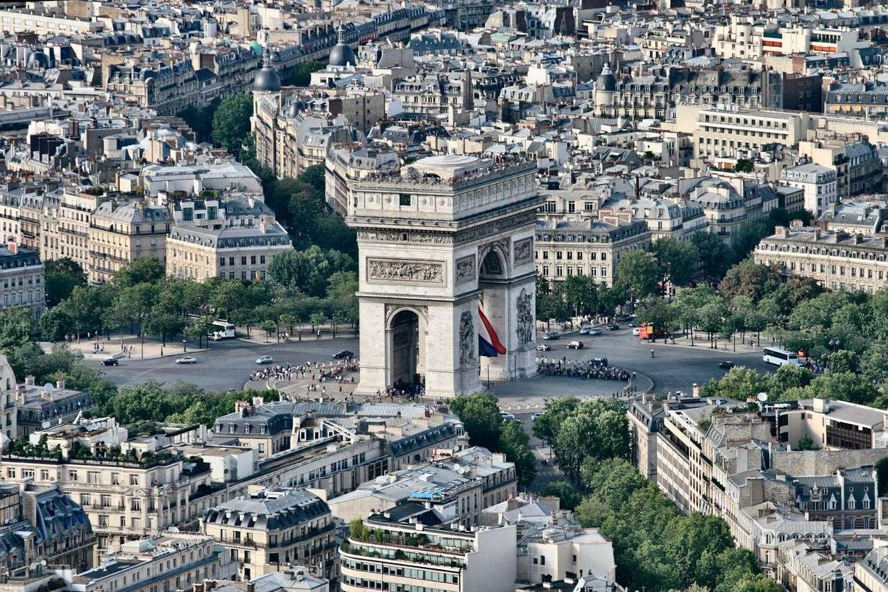Łuk Triumfalny w Paryżu (Francja) - Łuk Triumfalny (Arc the Triomphe) to jeden z najbardziej charakterystycznych punktów architektonicznych paryskich Pól Elizejskich, znajdujący się na dawnym Placu Gwiazdy (obecnie Placu Charles'a (18×12)