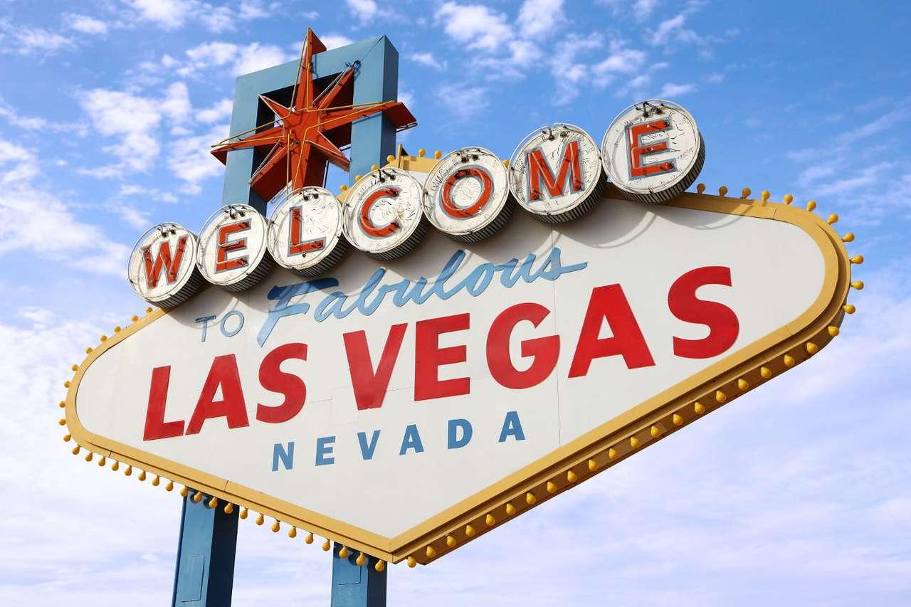 """Tablica przy wjeździe do Las Vegas (USA) - Las Vegas to miasto w stanie Nevada w USA, znane jako centrum hazardu i Światowa Stolica Rozrywki. Tablica informująca o wjeździe do miasta, na której widnieje napis """"Witamy w niesamowitym Las Veg (9×6)"""