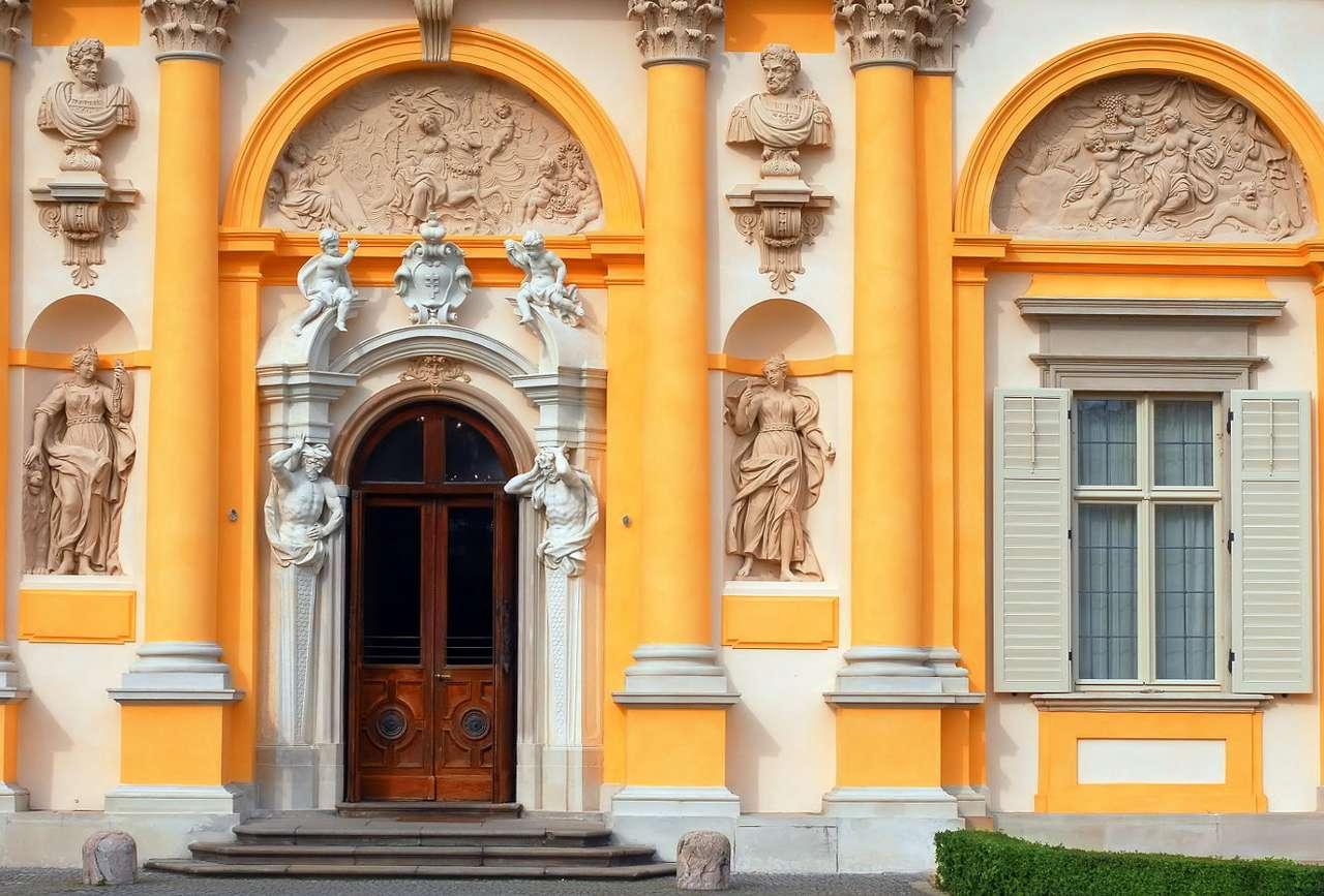 Portal pałacu w Wilanowie - Pałac w Wilanowie to barokowa budowla, znajdująca się w Warszawie, wzniesiona w XVI wieku dla króla Jana III Sobieskiego. Główny portal pałacu jest bogato zdobiony - znajdują się na nim liczn (21×14)