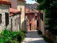 Uliczka w Rovinj (Chorwacja)
