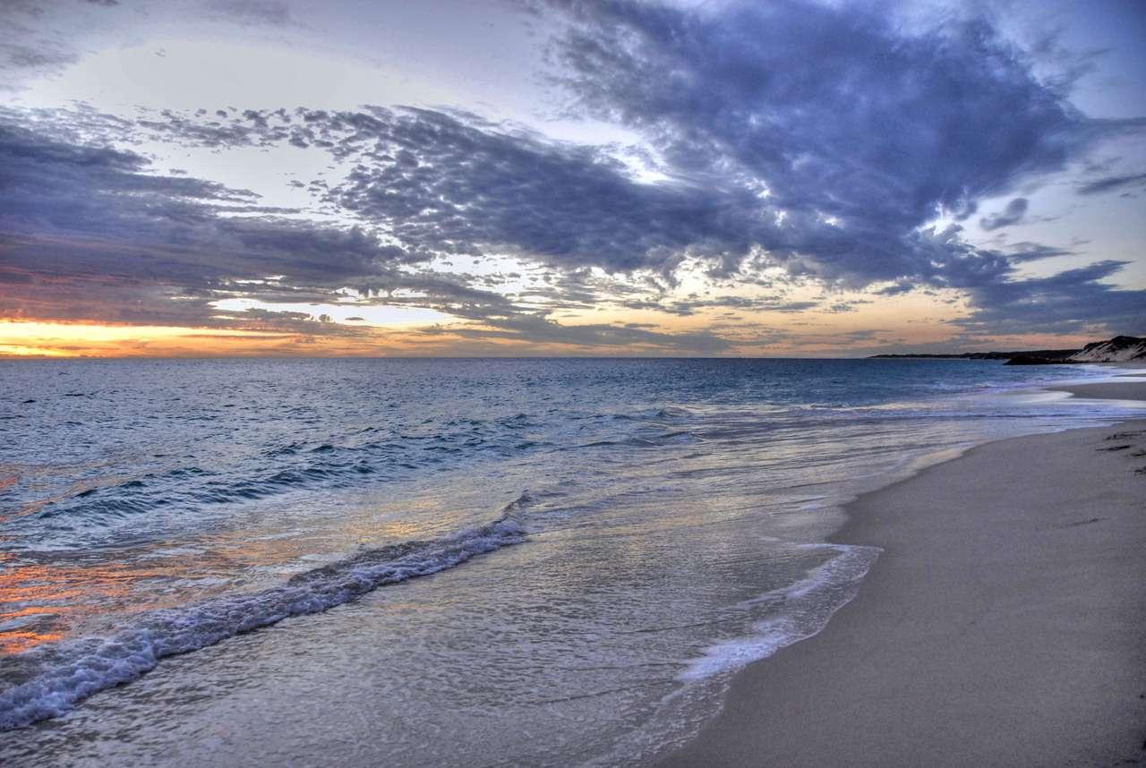 Zachód słońca nad wybrzeżem Pacyfiku