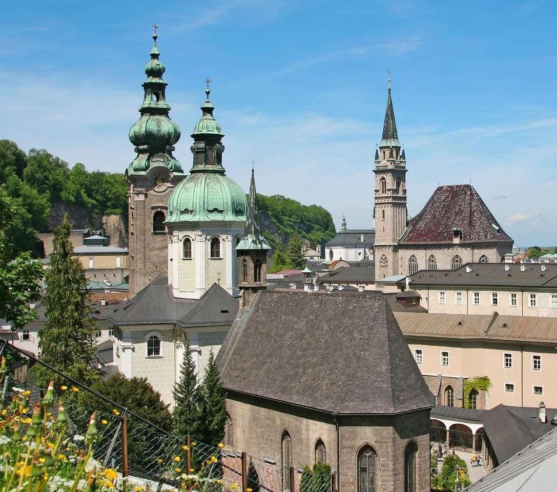 Panorama centrum Salzburga (Austria) - Salzburg to austriackie miasto położone w Alpach. Salzburg jest najważniejszą atrakcją turystyczną kraju. Na jego starówce - wpisanej na listę UNESCO - mieści się mnóstwo zabytków, między (6×6)